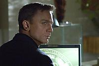 "James Bond: Casino Royale - 2-Disc Collector's Edition, inklusive Buch ""Bond on Set"" - Produktdetailbild 3"