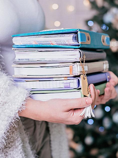 Thriller, Liebesromane, Sachbücher – Diese Buchneuheiten lassen wir uns gerne schenken