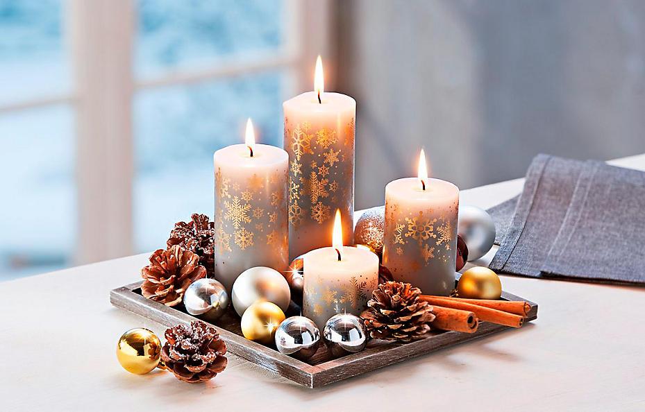 Farblich abgestimmtes Kerzenset mit Dekoteller aus Holz