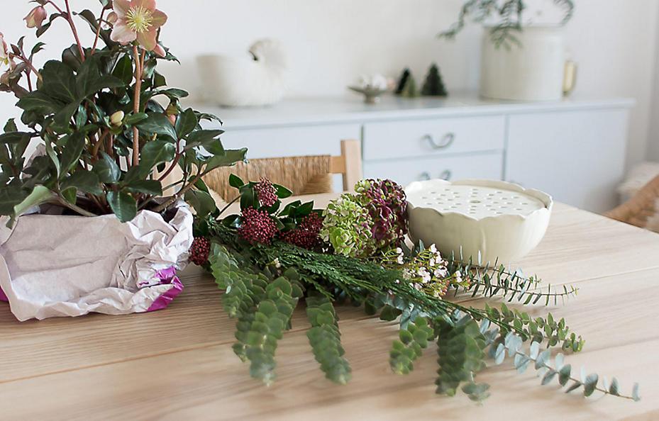 Leicht nachzumachen: Ein Adventsgesteck in der Steckvase