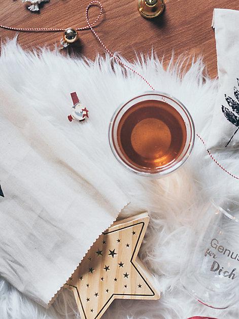 """Eni vom Blog """"Yeah Handmade"""" näht eine nachhaltige Verpackung für Weihnachtsgeschenke"""