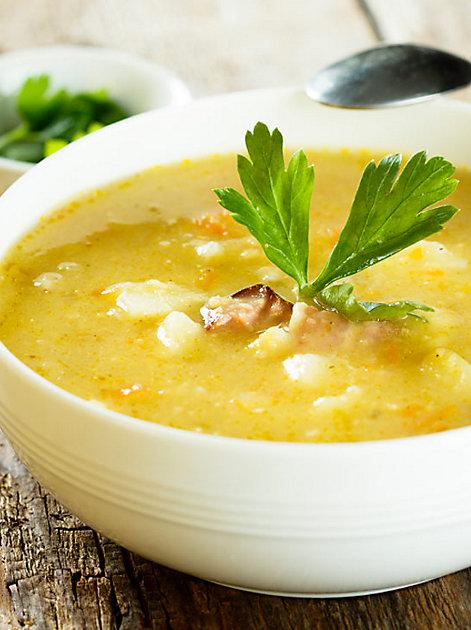 Eine leckere Kartoffelsuppe wärmt in der kalten Jahreszeit