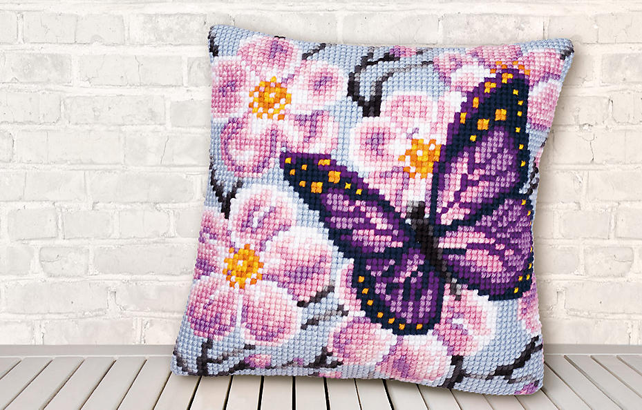 Kreuzstich-Kissen mit Schmetterling