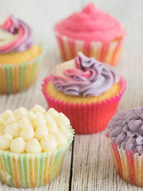 Süße kleine Versuchungen: Cupcakes im Regenbogen-Design