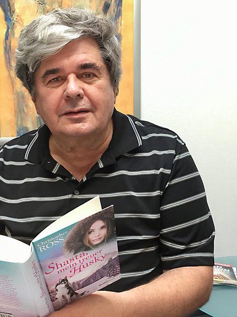 """Christopher Ross mit seinem neuen Buch """"Shasta"""""""