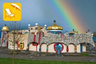 Die farbig und fantasievoll gestaltete Markthalle in Altenrhein