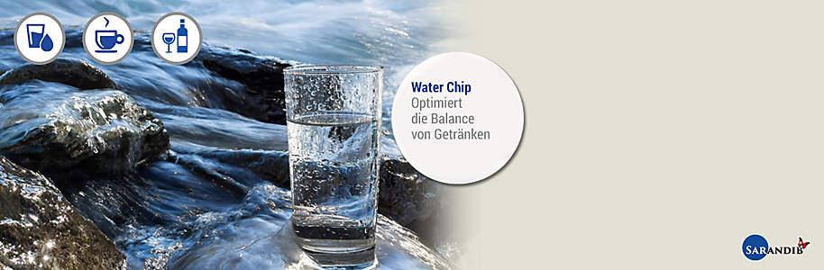 """#Water Chip ####Für harmonisiertes Wasser Wasser ist wohl einer der grössten Informationsspeicher den die Welt je gesehen hat. Von dem Tag an, an dem es aus der Quelle tritt fängt es an Informationen aufzunehmen und zu speichern. Quellwasser ist vital und energiereich und hat einen besonders weichen und milden Geschmack.    {{button href=""""/news/downloads/16307_SlimWorld_Broschuere_Sarandib_web.pdf"""" text=""""Broschüre ansehen""""}}"""