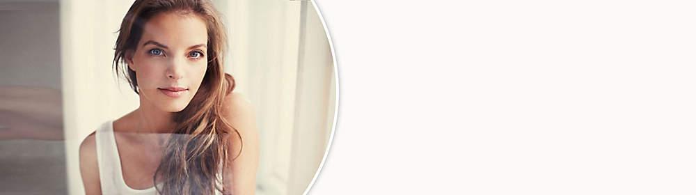 """##Yvonne Catterfeld##  Yvonne Catterfeld nahm ab ihrem 15. Lebensjahr Klavier-, Gitarren-, Gesangs-, Ballett- und Tanzunterricht, studierte  zwei Jahre an der Musikhochschule Leipzig Jazz- und Popularmusik.   Nach dem Studium nahm sie am Gesangswettbewerb Stimme 2000 teil, später erschien unter dem Namen Catterfeld ihre erste Single Bum, ab September 2001 spielte sie die Rolle der Julia Blum in der RTL-Seifenoper Gute Zeiten, schlechte Zeiten.   Mit dem Titel Für dich, produziert von Dieter Bohlen, Text von Lukas Hilbert, gelang ihr 2003 mit dem ersten Platz in den deutschen Singlecharts der musikalische Durchbruch in Deutschland.  Inzwischen hat Yvonne Catterfeld sechs Alben veröffentlicht, das letzte Alben heißt """"Lieber so"""" und wurde zu ihrem Auftritt bei """"Sing meinen Song - Das Tauschkonzert Vol. 2"""" mit zusätzlichen Titeln wiederveröffentlicht.  {{ button href=""""/artikel/musik/lieber-so-erweitertes-tracklisting_20308118-1"""" text=""""Zur aktuellen CD""""}}"""