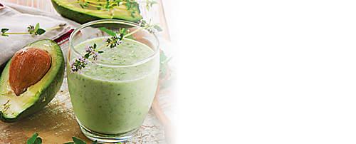 """###Avocado-Eiweiss-Drink  Avocados enthalten circa 30 Prozent gesunde, ungesättigte Fettsäuren, viel Lecithin und Vitamin B, was sie zu einer optimalen Gehirn- und Nervennahrung macht. Das in den Avocados enthaltene Enzym Lipase unterstützt den Körper bei der Verdauung und beim Abbau von Fetten.    {{ button href=""""/news/downloads/152-Avocado-Eiweiss-Drink.pdf"""" text=""""Rezept gratis herunterladen""""}}"""