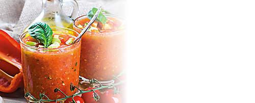 """###Gazpacho-Eiweiss-Drink  Dieser kalte Eiweiss-Drink ist ein leckeres Abendessen für heisse Sommerabende und erinnert an Urlaub, Sonne, Strand und Meer. Das Rezept wird mit dem Probiotik-Eiweiss-Drink Variante Bouillon zubereitet und kann mit gepressten Karotten oder Orangensaft aufgepeppt werden. Dieser Drink ist für forciertes Abnehmen geeignet.   {{ button href=""""/news/downloads/158-Gazpacho-Eiweiss-Drink.pdf"""" text=""""Rezept gratis herunterladen""""}}"""