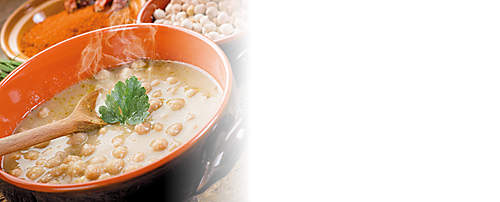 """###Kichererbsen-Bohnen-Suppe  Diese nahrhafte Suppe ist  mit dem Probiotik-Eiweiss-Drink zubereitet und kann auch mit anderen Bohnensorten variiert werden. Dieses Rezept isf für forciertes Abnehmen geeignet.   {{ button href=""""/news/downloads/163-Kichererbsen-Bohnen-Suppe.pdf"""" text=""""Rezept gratis herunterladen""""}}"""