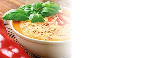 """###Tomaten-Paprika-Suppe  Fruchtige Gemüsesuppe zubereitet mit dem Probiotik-Eiweiss-Drink schmeckt toll und schaut schön aus. Nach Möglichkeit, sonnengereifte Tomaten aus eigenem Anbau oder vom Bauernmarkt verwenden für noch intensiveren Geschmack. Das Rezept ist für forciertes Abnehmen geeignet.  {{ button href=""""/news/downloads/172-Tomaten-Paprika-Suppe.pdf"""" text=""""Rezept gratis herunterladen""""}}"""