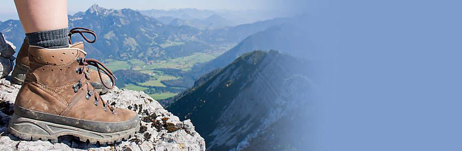 #Wanderland Schweiz Endlich wieder Wandern! Im Frühjahr erwacht die Natur aus dem Winterschlaf. Für Kinder genauso wie für Erwachsene gibts im Frühling nichts Schöneres als wieder Raus zu gehen und viel Zeit an der frischen Luft zu verbringen. Bei uns finden Sie alles, was Sie zum Wandern brauchen.  **Also worauf warten Sie noch, Rucksack packen und loswandern.**
