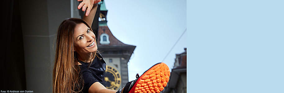 ##Doris Hofer - Die Squatgirl Methode Wir präsentieren Ihnen den neuen Stern am Fitness-Himmel: **Doris Hofer** - in ihrer Wahlheimat Türkei bereits ein grosser Star - bringt ihr erstes Schweizer Buch beim Weltbild Verlag raus.      Die ehemalige Journalistin und PR-Fachfrau arbeitete einige Jahre in der Werbung und entschied sich dann, als Fitness-Bloggerin ihr eigenes Projekt zu gründen. Sie machte die Ausbildung zur Personal-Trainerin und startete unter dem Namen Squatgirl ihren zweisprachigen Blog. Doris Hofer ist Mutter zwei süsser Kinder: Zoe und Noah. Auf ihrem Youtube-Kanal zeigt sie ihren Fans, wie sie trotz all ihrer Verpflichtungen fit bleibt.