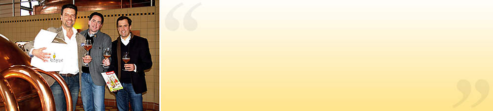 """Brauhaus Riegele-Chef, Sebastian Priller (rechts), verkostet mit Frank Winkel (Mitte), Bier-Sommelier und Geschäftsführer des ProBier-Clubs und Richard Mader (links), Geschäftsführer Weltbild-EDITIONEN, im historischen Sudhaus das Bier des Jahrzehnts, das """"Commerzienrat Riegele Privat"""".   Auf die Frage """"Worauf sind Sie als Brauhaus-Chef besonders stolz?"""" antwortete Sebastian Priller:  **""""Der Erfolg mit unseren Bieren als Bier des Jahrzehnts, Craft Bier des Jahres und der Auszeichnung als beste Brauerei Europas. Dann die Entwicklung der Riegele BrauWelt, in der mein Vater und ich uns einen kleinen Traum verwirklicht haben und zuletzt der Gewinn der Biersommelier-Weltmeisterschaft.""""**"""