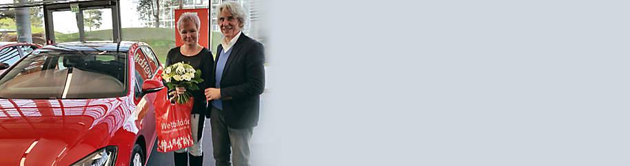 """##Die glückliche Gewinnerin des Weltbild Glücksjahrs 2017 Beim Weltbild Glücksjahr 2017 hatten die Teilnehmer neben monatlich wechselnden Preisen auch die Chance auf einen nagelneuen **VW Golf** im Wert von rund **Fr. 30'000.-** als Hauptgewinn.  Als glückliche Gewinnerin des Hauptpreises wurde Susanne D. ermittelt, die sich riesig über ihr neues Auto gefreut hat.  Wir gratulieren herzlich & wünschen eine gute und sichere Fahrt!   ***  **Machen Sie jetzt bei unserem grossen Weltbild Gewinnspiel 2018 mit und gehören auch Sie mit etwas Glück zu unseren Gewinnern!**  {{ button href=""""#themenwelten-gewinnspiel-weltbild-gewinnspiel-idWIUV1_wbde-layout_LE3XK-text_FK8SH"""" text=""""Jetzt teilnehmen"""" }}"""
