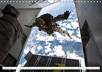 Fallschirmjäger 2019. Impressionen von Mensch und Material (Wandkalender 2019 DIN A4 quer) - Produktdetailbild 2
