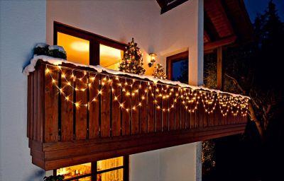 weihnachtsbeleuchtung au en balkon my blog. Black Bedroom Furniture Sets. Home Design Ideas