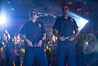 Let's be Cops - Die Partybullen - Produktdetailbild 2
