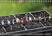 Miniaturfiguren in der Makrowelt ...ganz gross im Garten (Tischkalender 2019 DIN A5 quer) - Produktdetailbild 2