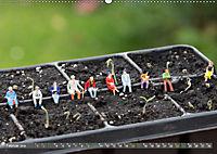 Miniaturfiguren in der Makrowelt ...ganz gross im Garten (Wandkalender 2019 DIN A2 quer) - Produktdetailbild 2