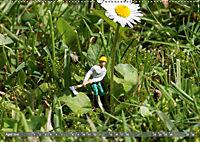 Miniaturfiguren in der Makrowelt ...ganz gross im Garten (Wandkalender 2019 DIN A2 quer) - Produktdetailbild 4