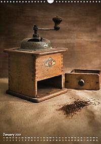 Old coffee grinders (Wall Calendar 2019 DIN A3 Portrait) - Produktdetailbild 1