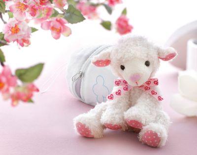 Plüsch-Lamm Lina im Ei