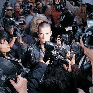 ROBBIE WILLIAMS- LIFE THRU A LENS, Robbie Williams