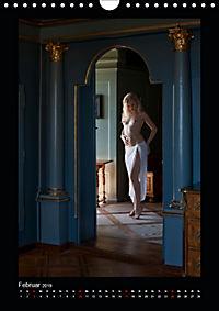 Schlossdamen - Aktbilder in historischen Räumen (Wandkalender 2019 DIN A4 hoch) - Produktdetailbild 2