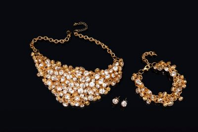 Schmuckset Glamour mit Statementkette, Armband und Ohrsteckern