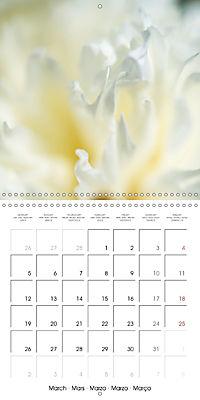 Soft White Flowers (Wall Calendar 2018 300 × 300 mm Square) - Produktdetailbild 3