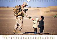 Stolz und Gehorsam. Impressionen von Soldaten im täglichen Einsatz (Wandkalender 2019 DIN A4 quer) - Produktdetailbild 1