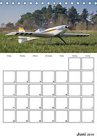 Tollkühne Helden der Lüfte - Modellflugzeuge in Aktion (Tischkalender 2019 DIN A5 hoch) - Produktdetailbild 6