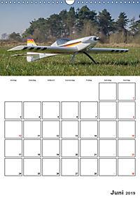 Tollkühne Helden der Lüfte - Modellflugzeuge in Aktion (Wandkalender 2019 DIN A3 hoch) - Produktdetailbild 6