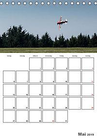 Tollkühne Helden der Lüfte - Modellflugzeuge in Aktion (Tischkalender 2019 DIN A5 hoch) - Produktdetailbild 5