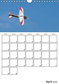 Tollkühne Helden der Lüfte - Modellflugzeuge in Aktion (Wandkalender 2019 DIN A4 hoch) - Produktdetailbild 4