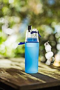Trinkflasche mit Sprühnebel, 550ml blau - Produktdetailbild 2