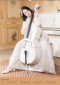 Weißes Cello auf Reisen (Wandkalender 2019 DIN A2 hoch) - Produktdetailbild 3