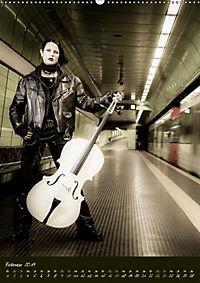 Weißes Cello auf Reisen (Wandkalender 2019 DIN A2 hoch) - Produktdetailbild 2