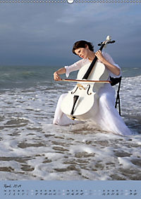 Weisses Cello auf Reisen (Wandkalender 2019 DIN A2 hoch) - Produktdetailbild 4