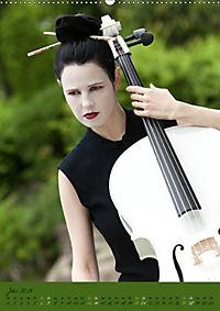 Weisses Cello auf Reisen (Wandkalender 2019 DIN A2 hoch) - Produktdetailbild 7