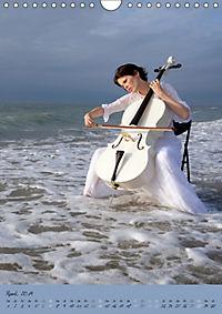 Weißes Cello auf Reisen (Wandkalender 2019 DIN A4 hoch) - Produktdetailbild 4