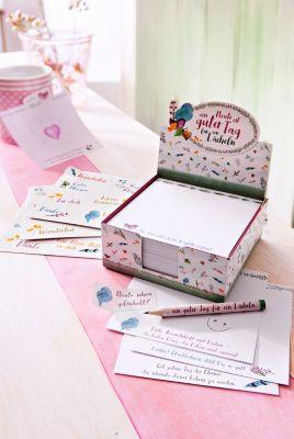 Zettelbox mit Bleistift und Stickerbögen